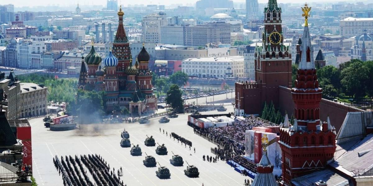 Rusia despliega todo el patriotismo en desfile militar pese a la pandemia
