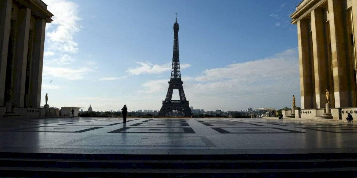 París impone uso de mascarillas a los turistas en todo momento