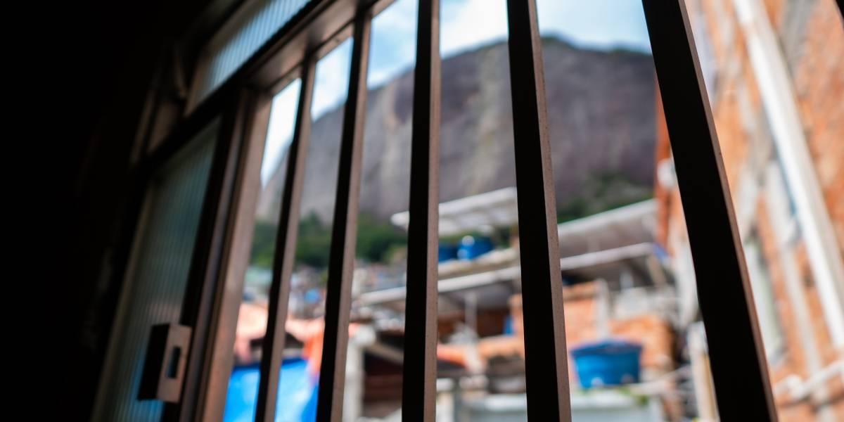 Proibição de operações em favelas do Rio durante a pandemia reduziu mortes em 70%