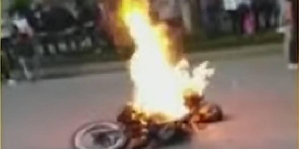 Testigos le quemaron la moto a ladrones que habían hurtado un celular en Bogotá