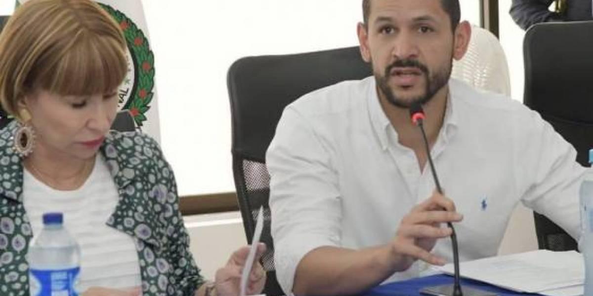 En fotos: Críticas al viceministro del Interior por no usar tapabocas en sus viajes