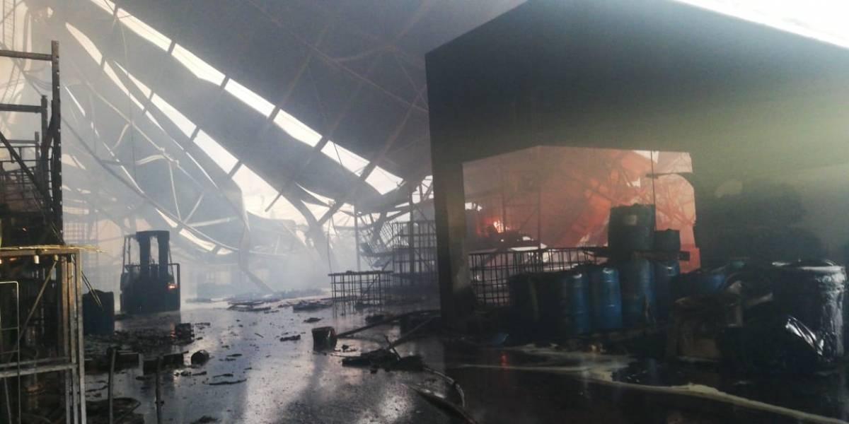 Se incendia fábrica de químicos en Salinas Victoria
