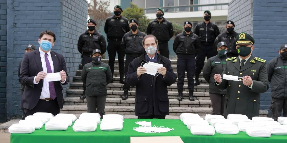 Ministerio de Justicia recibe donación de 30 mil mascarillas: irán destinadas a los funcionarios de salud de Gendarmería