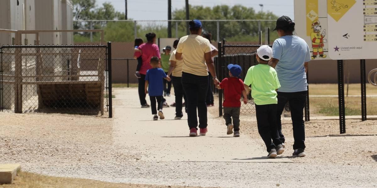 Jueza en EU ordena libertad a menores migrantes por pandemia de Covid-19