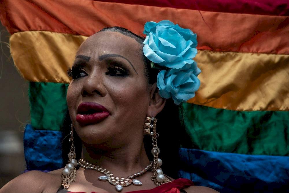 Un reducido contingente caminó por Paseo de la Reforma con motivo del 41 aniversario de la Marcha del Orgullo LGBT+ Foto: Mario Jasso | Cuartoscuro