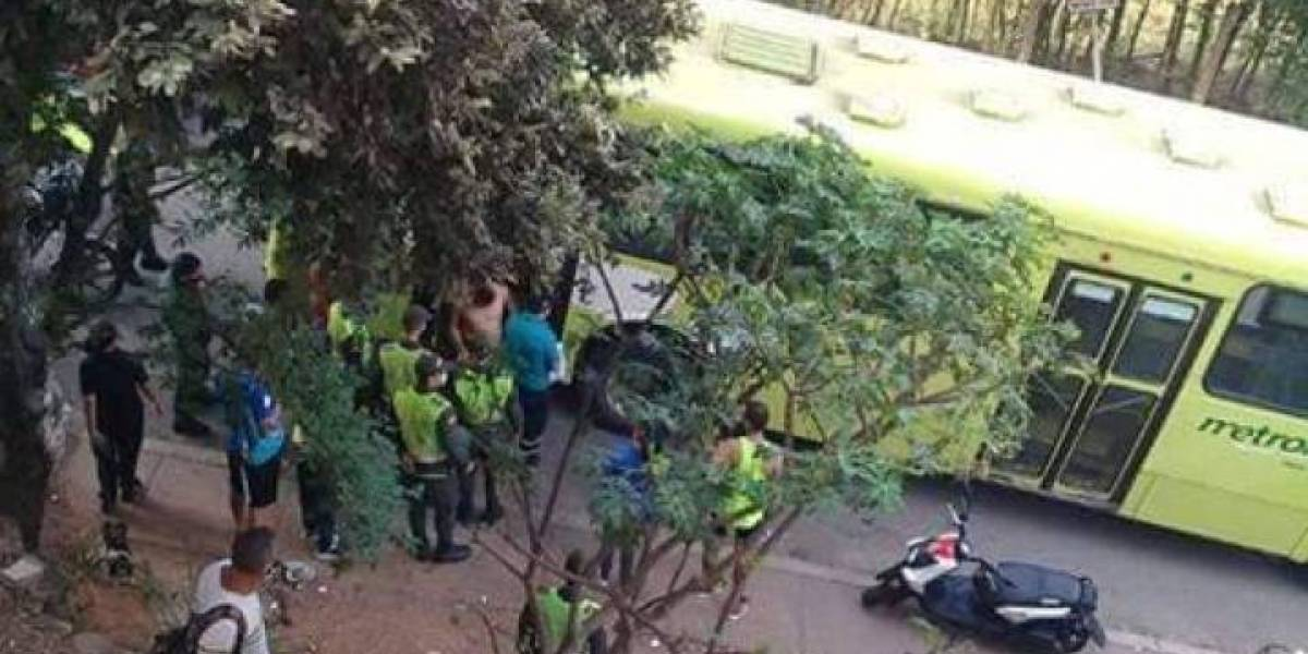 Conductor de Metrolínea en Bucaramanga fue apuñalado y asaltado tras sufrir un choque
