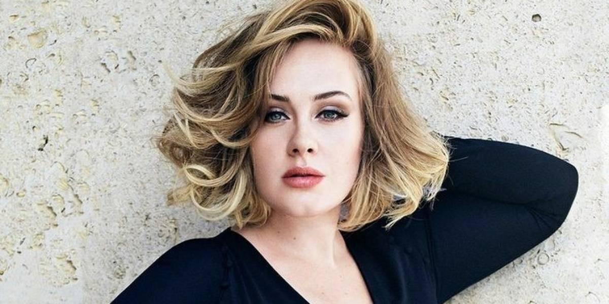 Adele roba las miradas en maxi falda étnica con transparencias y top bolero con encaje