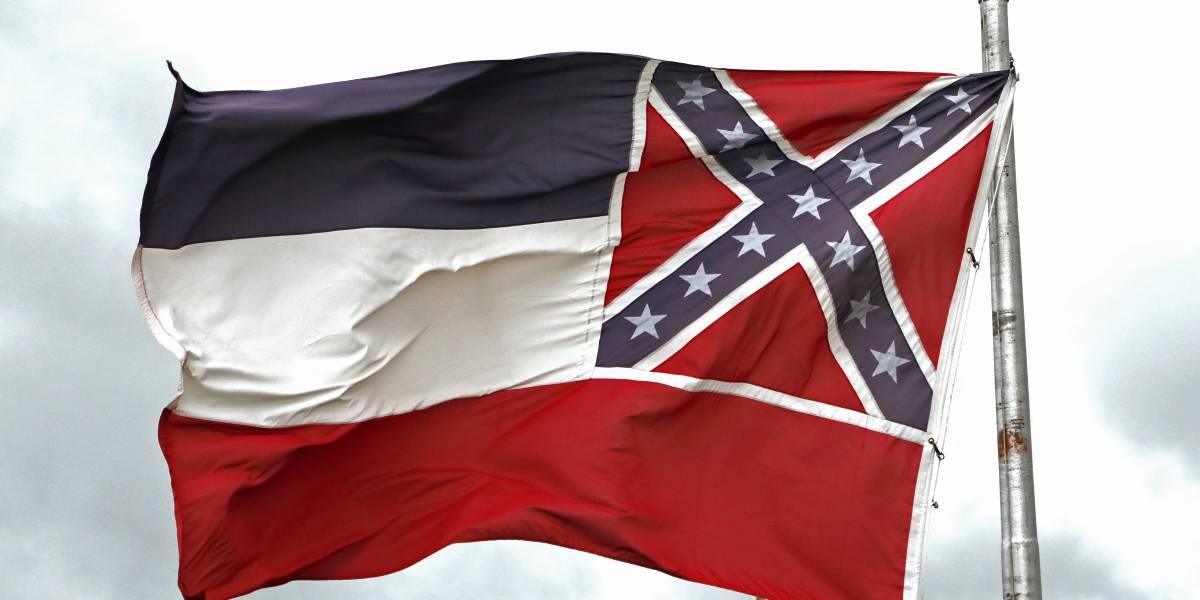 Mississippi aprueba retiro de emblema confederado de su bandera