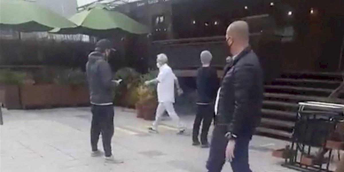 Captan a Sebastián Piñera en tienda de vinos en Vitacura
