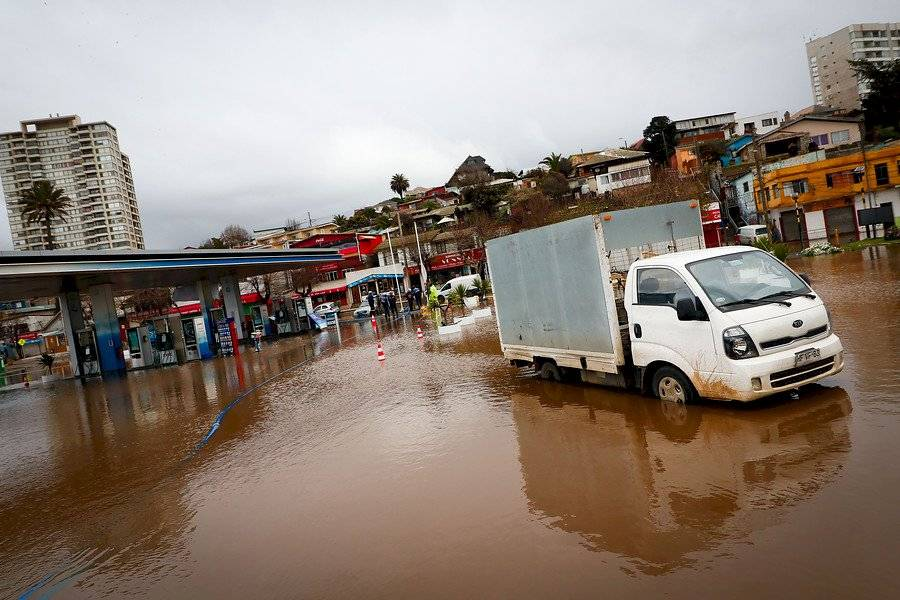 La avenida Borgoño de Concón inundada / Foto: Agencia UNO