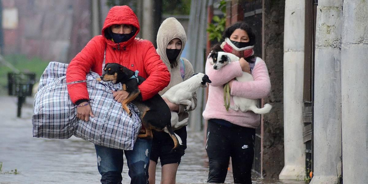 ¿Seguirá lloviendo en Santiago? Pronostican que el martes en la noche caerá agua, pero no mucha