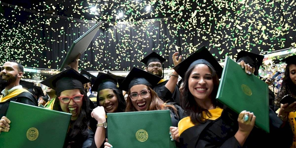 Universidad Interamericana celebra graduaciones por televisión y las redes