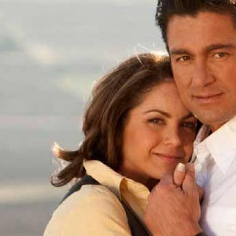"""Lucero revela cómo fue grabar las escenas de besos con Fernando Colunga en """"Soy tu dueña"""" La estrella se desvivió en halagos hacia el actor de 54 años"""