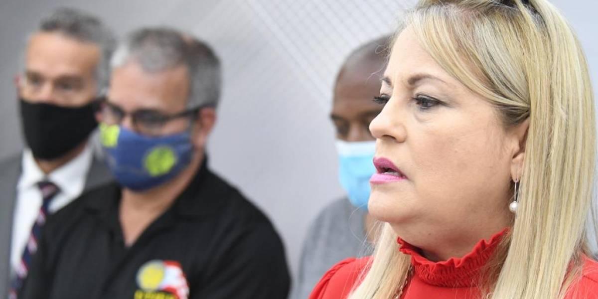 Irrumpen en actividad para exigirle renuncia a Wanda Vázquez