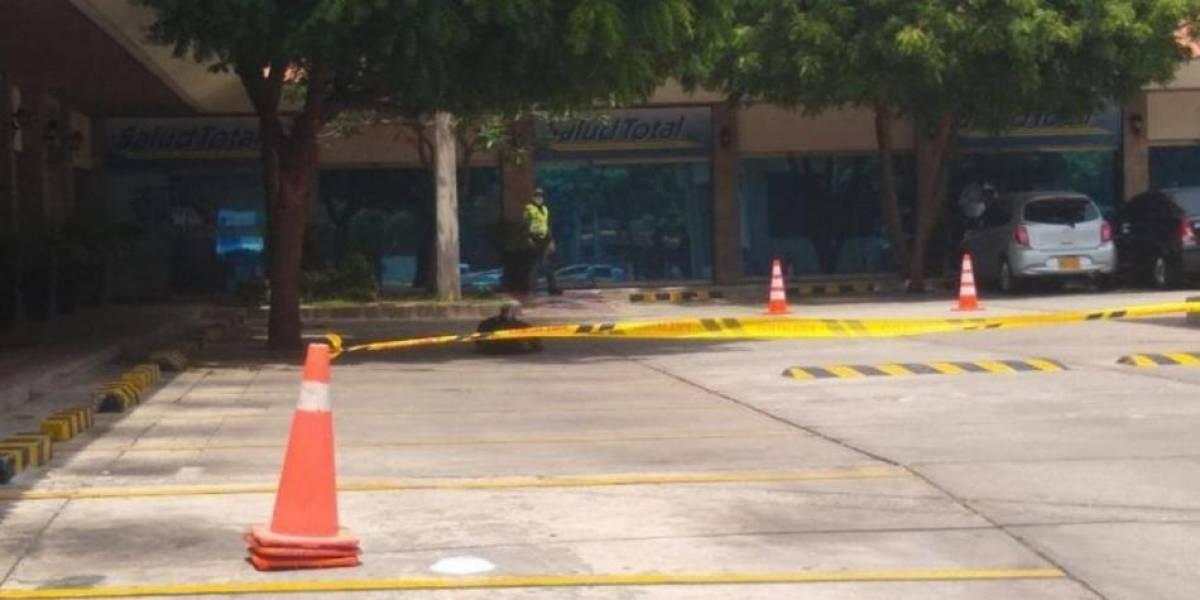 Hombre murió en la entrada de una EPS y su cuerpo quedó tirado por cinco horas