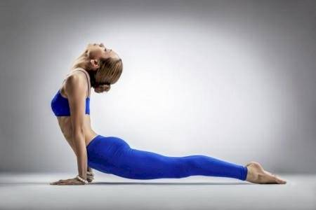 Estiramiento de espalda: La cobra