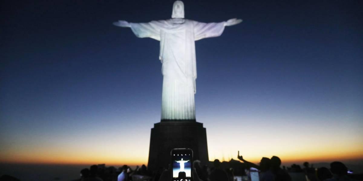 Cristo Redentor sedia missa e show em homenagem a vítimas da covid-19