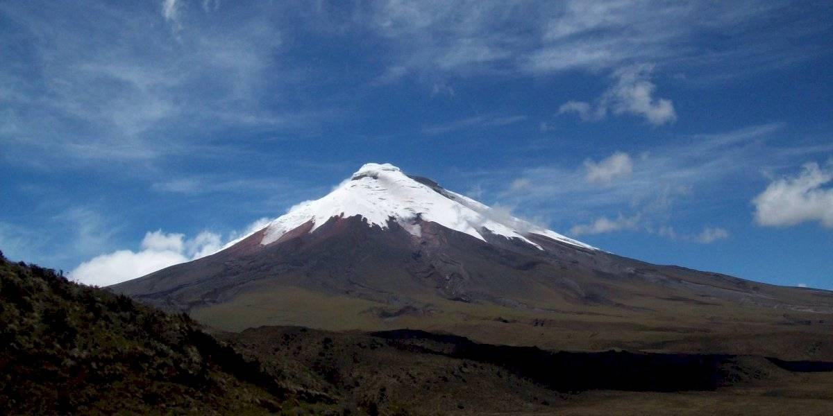 El volcán Cotopaxi cubierto de hielo hasta sus faldas este 16 de julio
