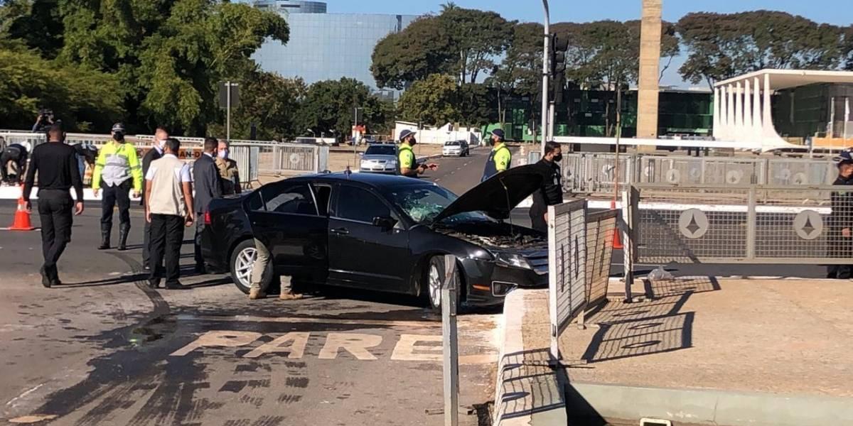 Carro do comboio presidencial se envolve em acidente em frente ao Planalto