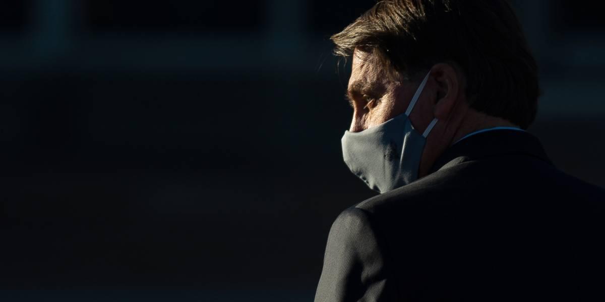 Bolsonaro sanciona lei de uso de máscaras, mas veta obrigatoriedade em igreja, comércio e órgão público