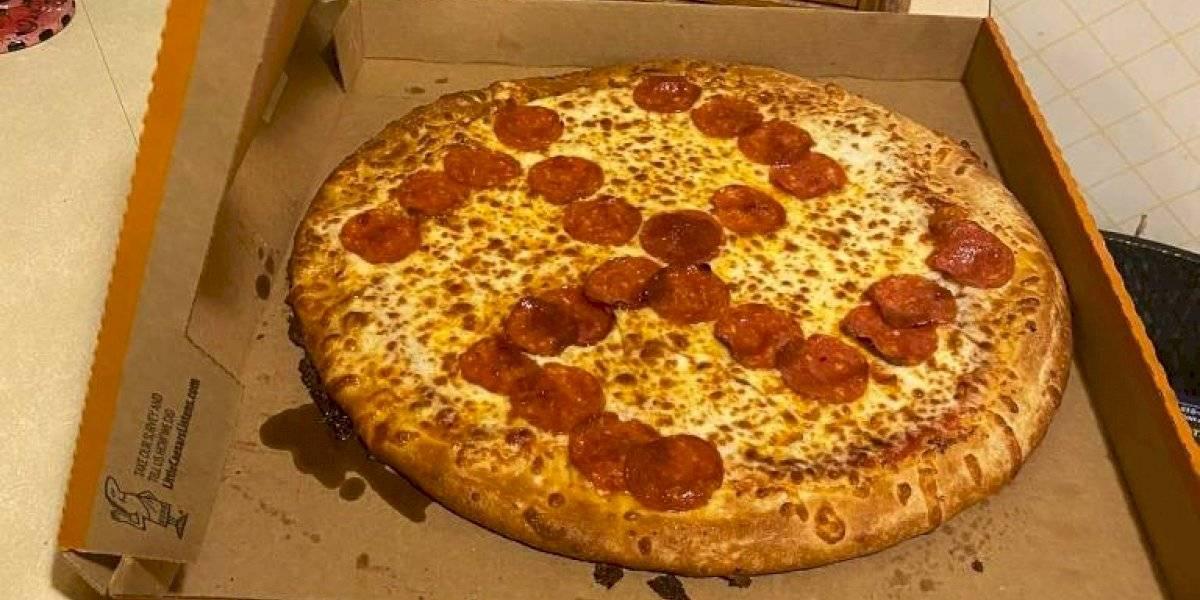 """""""Muy triste, perturbador y nada divertido"""": compraron pizza y les tocó una con una esvástica formada con pepperoni"""