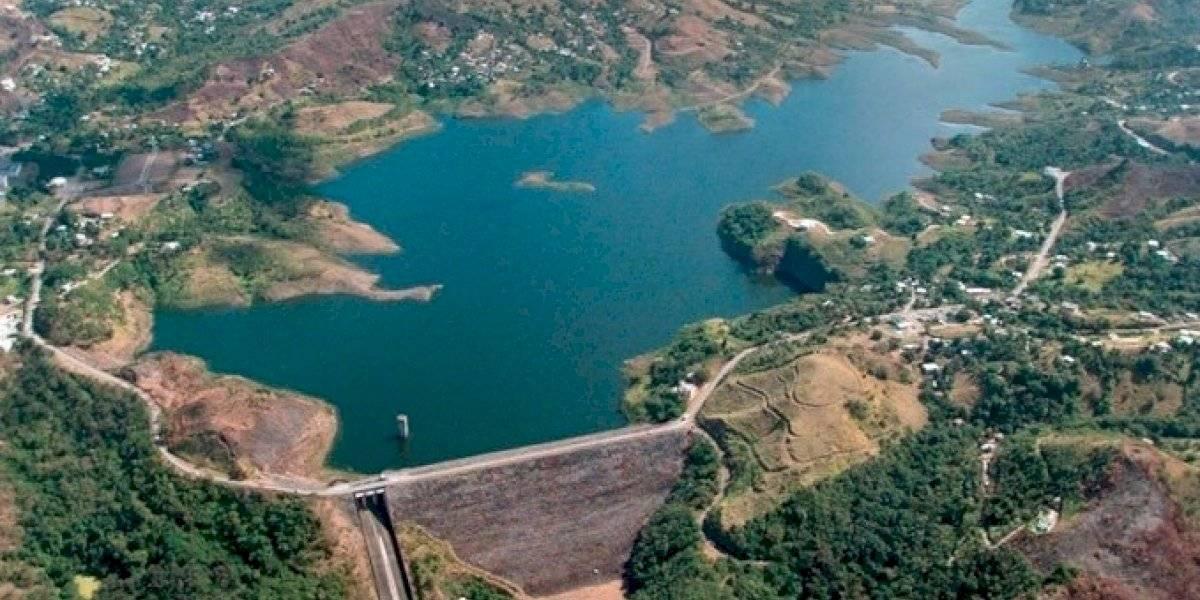 Abren compuertas de Carraízo; lluvias mejoran niveles de embalses