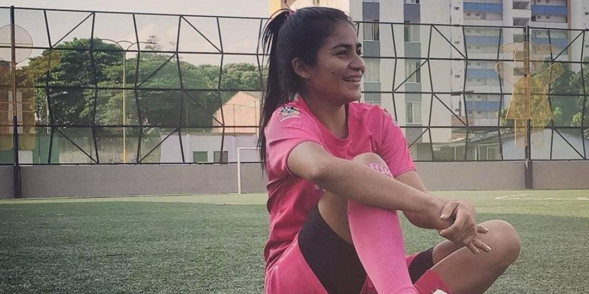 Jugadora de fútbol choca con un ventanal y pierde una pierna