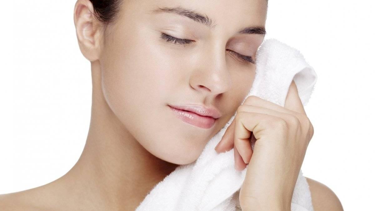 Evita la resequedad y las infecciones limpiando constantemente tu piel