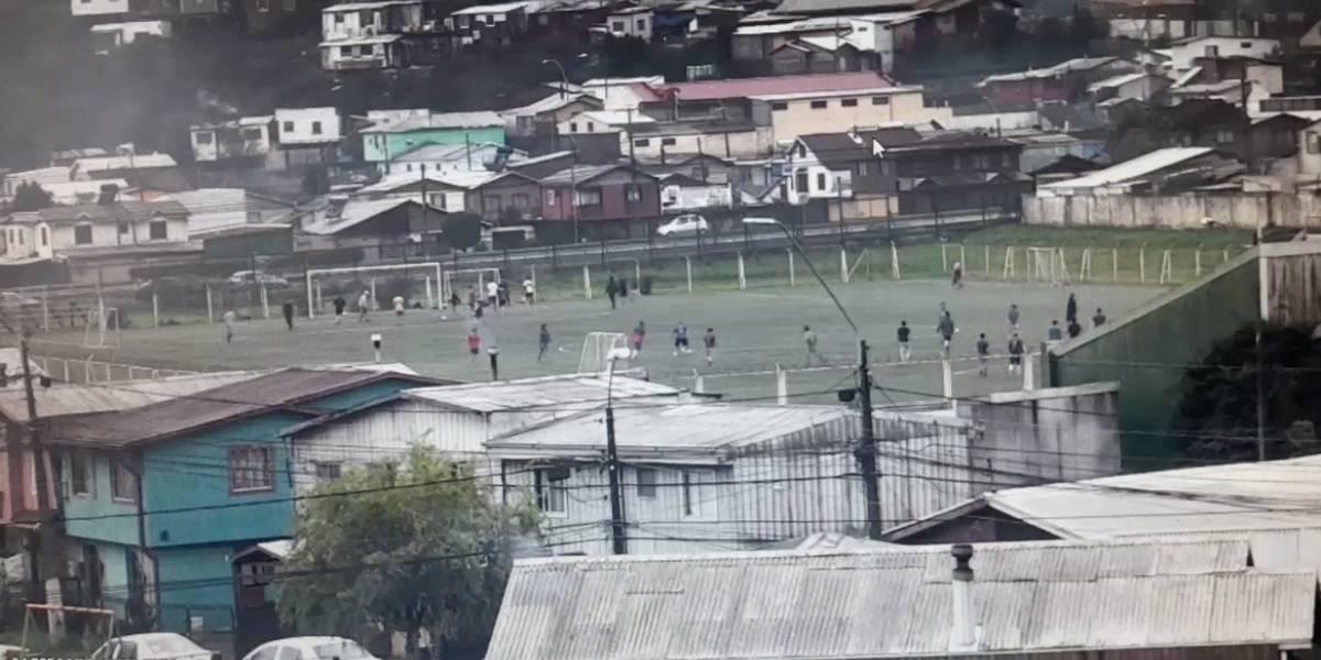 Por segunda vez en menos de una semana Carabineros sorprende a personas jugando fútbol en Hualpén