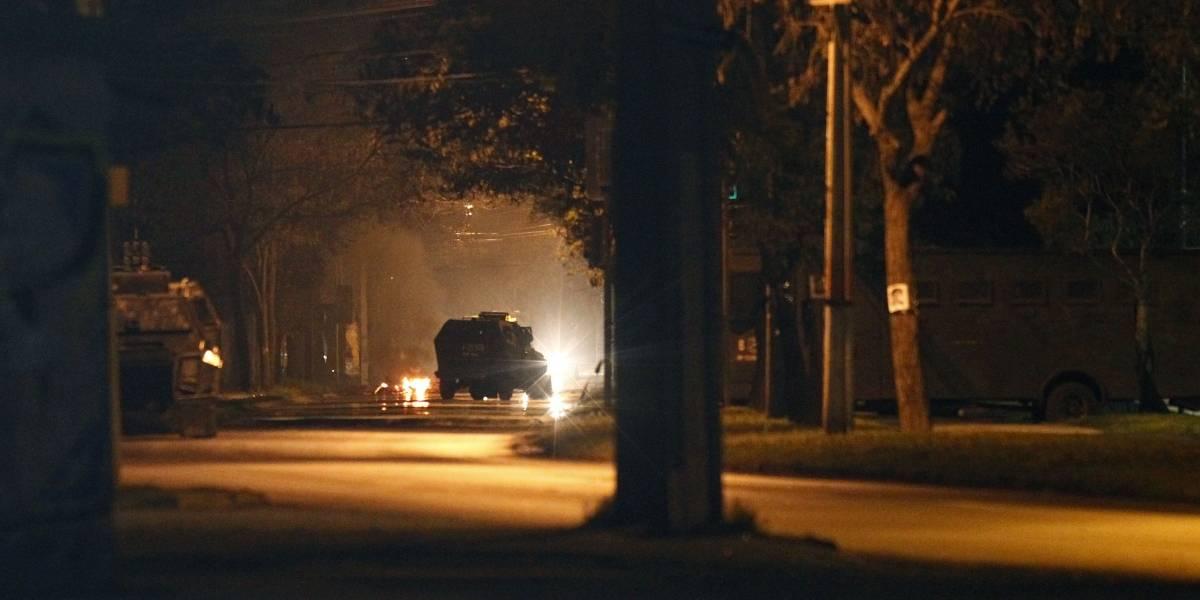Incidentes en Villa Francia: segunda noche de protestas enfrenta a pobladores con Carabineros