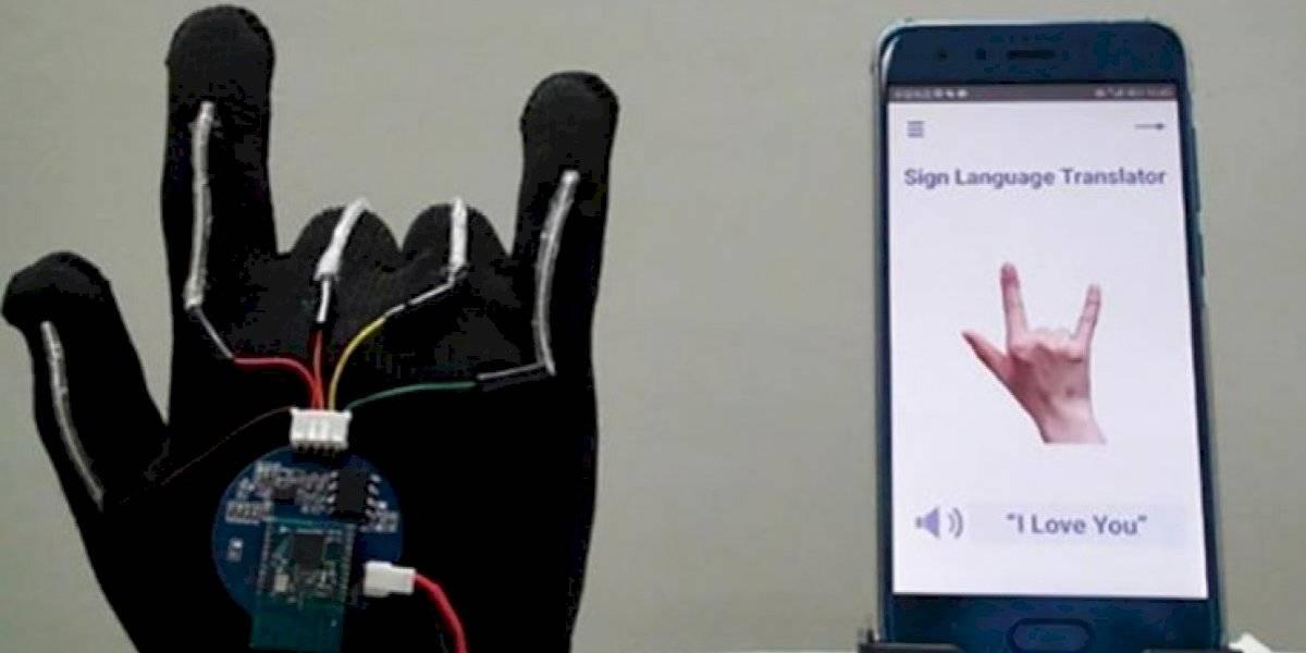 Desarrollan un guante que traduce en tiempo real el lenguaje de señas