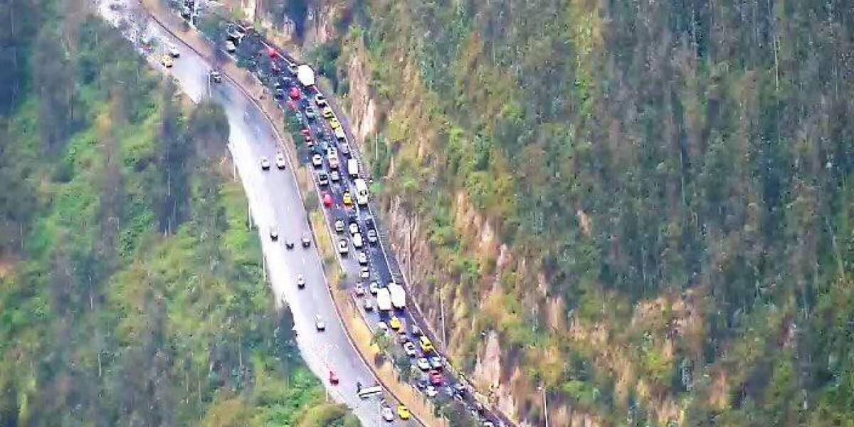 ¡Evite este tramo de la Simón Bolívar! Se registró un accidente de tránsito