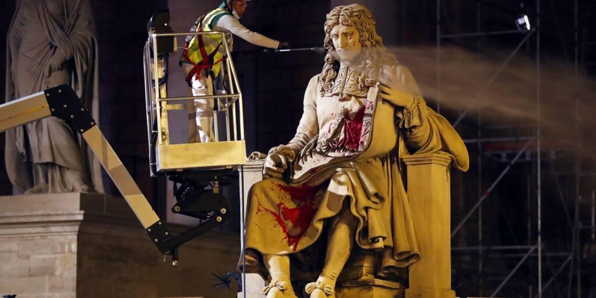 En Francia sigue la guerra contra las estatuas: piden quitar figuras de comerciantes de esclavos