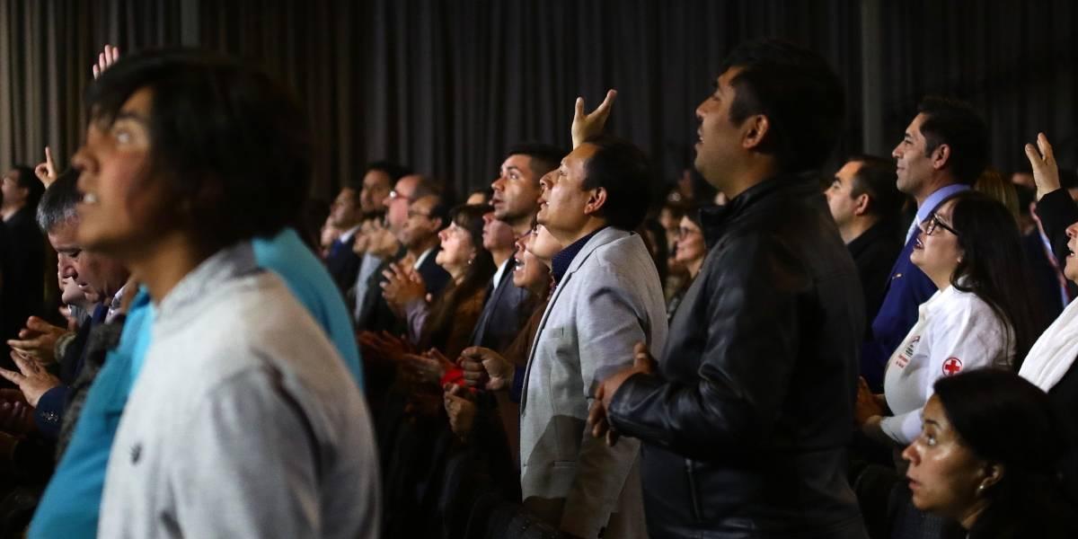 Sorprenden a personas sin mascarilla en un culto evangélico