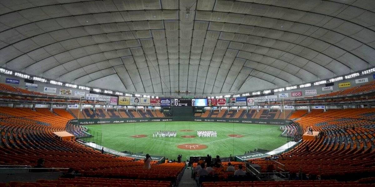 Ligas de béisbol y fútbol en Japón volverán a tener público