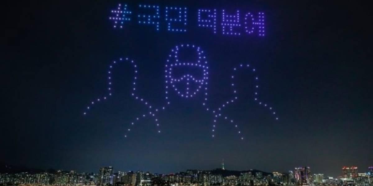 Trescientos drones se tomaron el cielo de Seúl para concientizar a la gente sobre el coronavirus