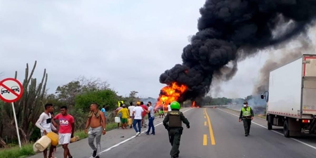 Explota camión cisterna en Colombia cuando pobladores se acercaban (vídeo)
