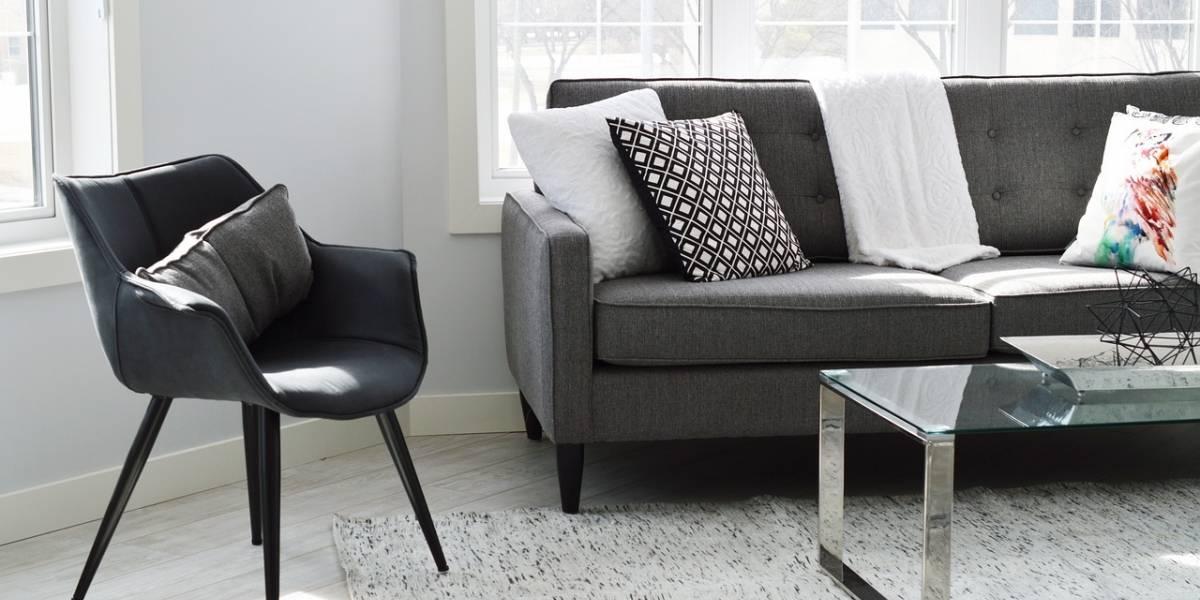 Dica para deixar o sofá cheiroso com mistura caseira poderosa