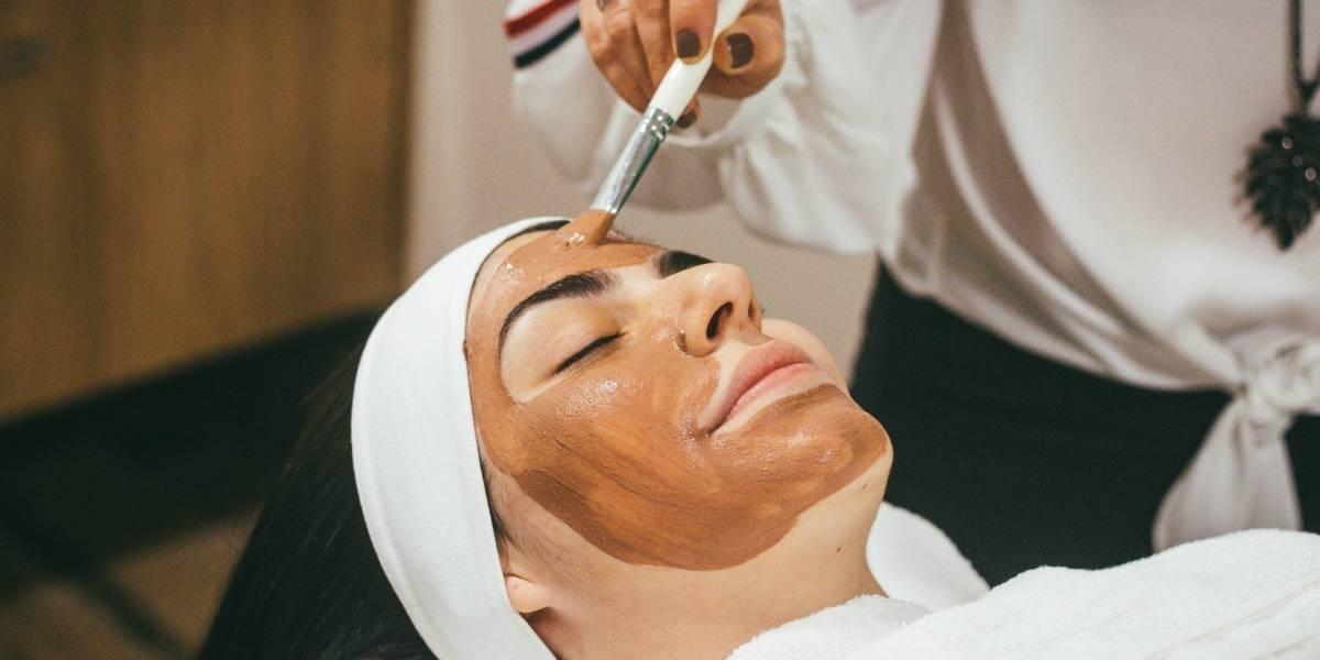 Máscara facial de mel e chá verde para ter uma pele brilhante