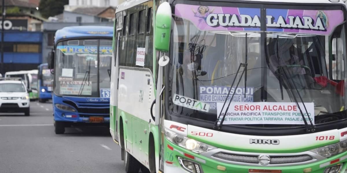 Transportistas urbanos piden el alza de tarifa a $0.38
