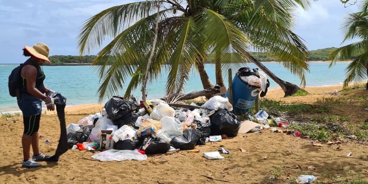 Jóvenes aseguran limpieza de playas en Loíza gracias a alianza
