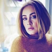 Adele vuelve a impactar con una prenda de encaje que muestra su figura