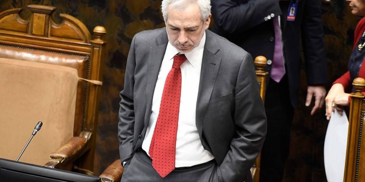 Fiscalía Sur Metropolitana abre investigación contra secretario del Senado por ir a restaurante en cuarentena
