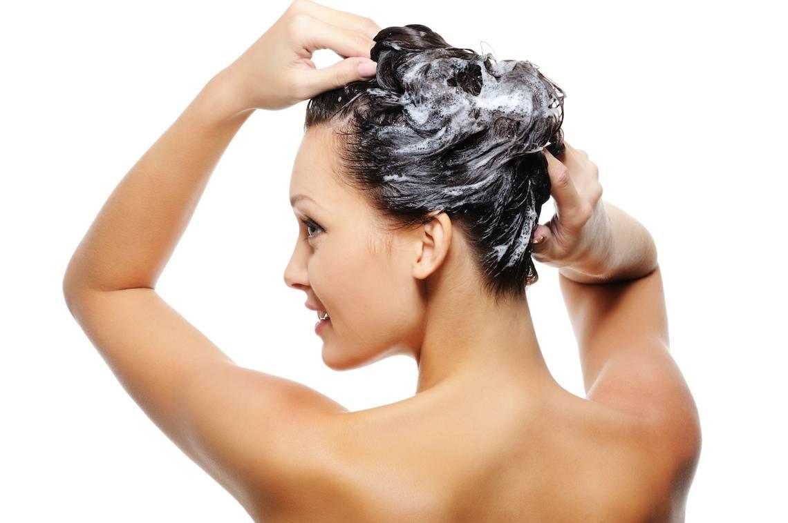 Exfoliar el pelo en verano