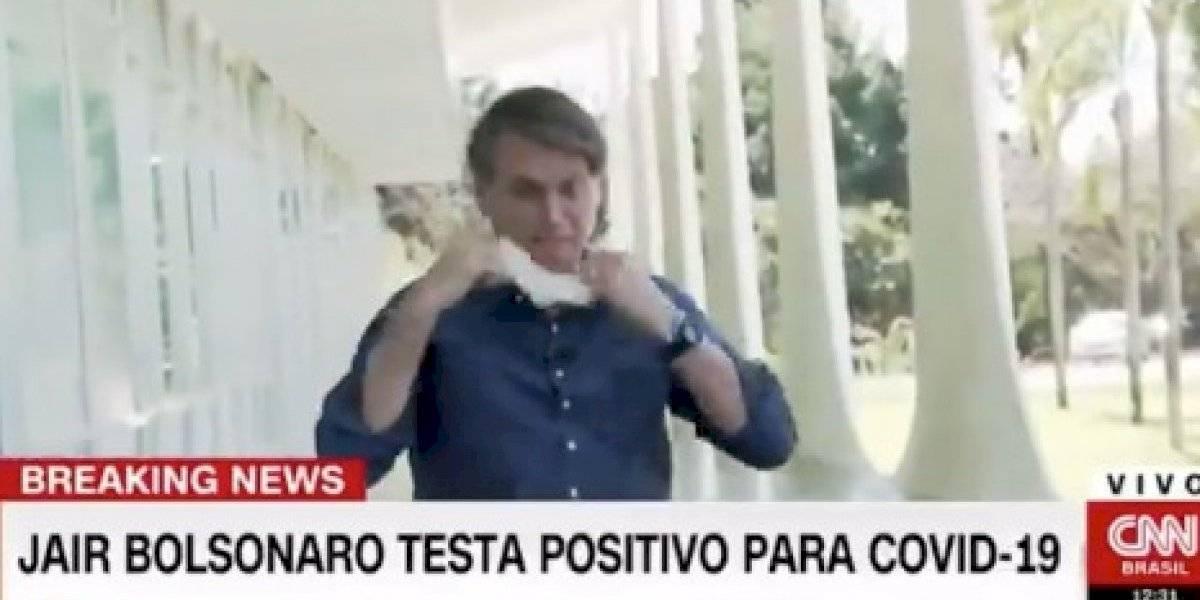Jair Bolsonaro se saca la mascarilla cuando confirma a la prensa que dio positivo a coronavirus