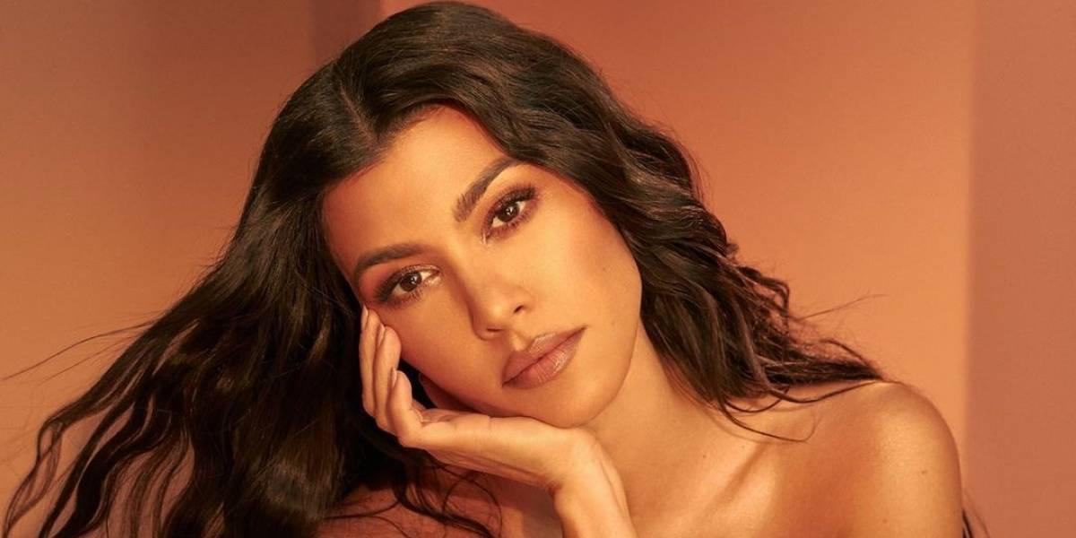 Kourtney Kardashian sorprende en Vogue Arabia con un corte bob y vestido de malla en cristales