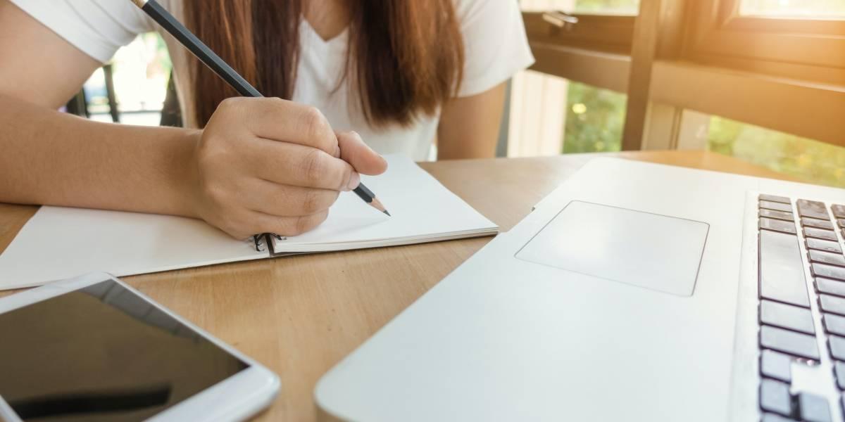 ¿Cómo decidir entre la educación en línea y la educación presencial?