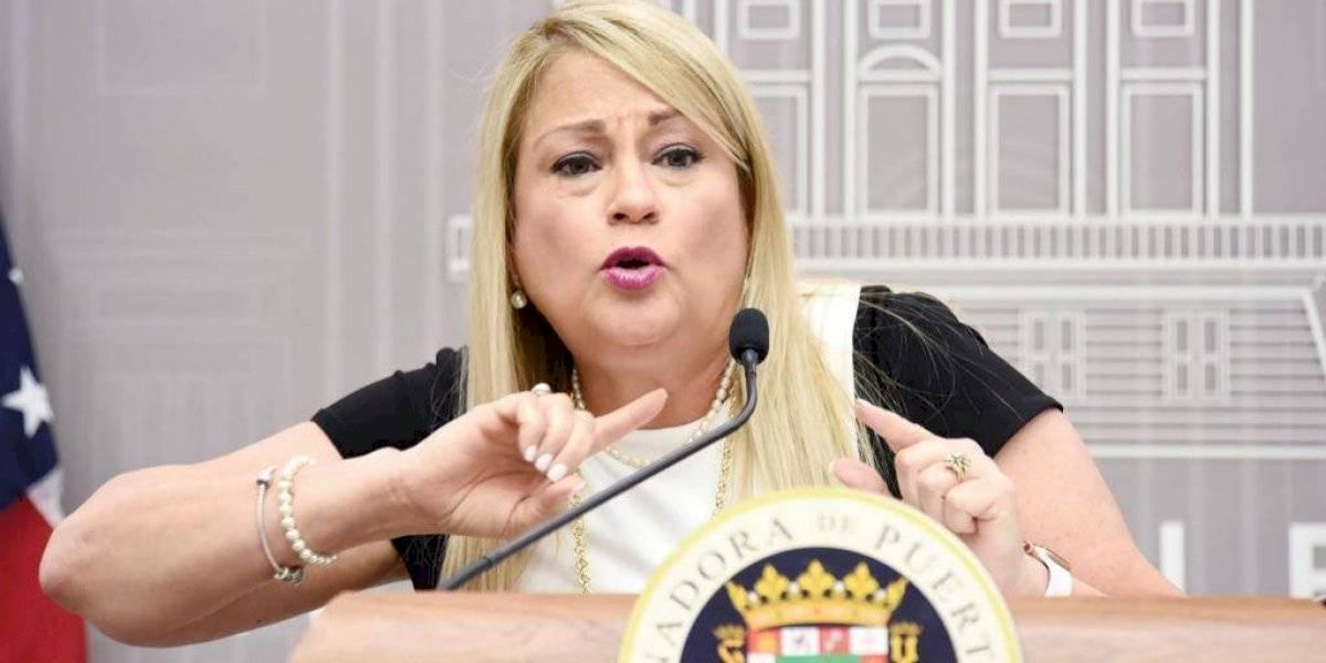 """Gobernadora advierte: """"si el pueblo no coopera tendremos que regresar a tomar unas medidas más rigurosas"""""""