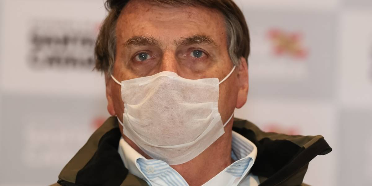 Bolsonaro elogia cloroquina, mas reconhece que isolamento 'retardou contágio'