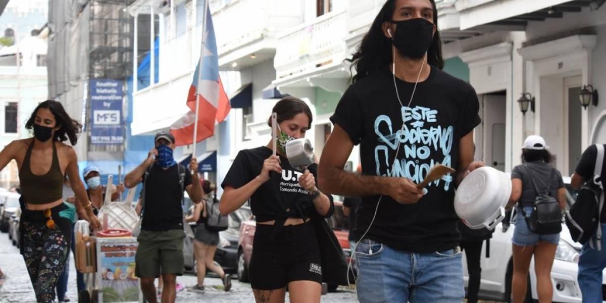 Manifestantes llegan a La Fortaleza exigiendo la renuncia de la Gobernadora